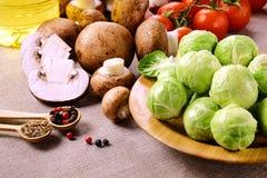 Ростки Брюсселя с томатами и перцами Стоковые Изображения RF
