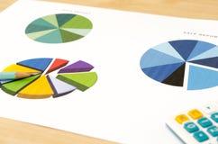 рост диаграмм диаграмм дела увеличил тарифы профитов Стоковые Фотографии RF