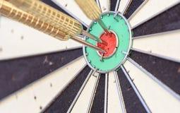 3 дротика яблочка на доске дротика Стоковое фото RF
