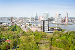 РОТТЕРДАМ, НИДЕРЛАНДЫ - 10-ое мая: Городской пейзаж от башни Euromast в Роттердаме, Нидерландах 10-ого мая 2015 Стоковое Фото