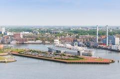 РОТТЕРДАМ, НИДЕРЛАНДЫ - 10-ое мая: Городской пейзаж от башни Euromast в Роттердаме, Нидерландах 10-ого мая 2015 Стоковое Изображение