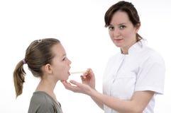 рот доктора изучая подросток Стоковые Изображения