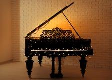 Рояль с светами рождества стоковое изображение rf