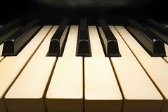 рояль клавиатуры старый стоковые фото