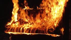 Рояль на музыкальном инструменте огня акции видеоматериалы