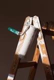 Ролик краски на лестнице Стоковые Фото