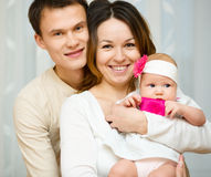 Родители держат младенца Стоковые Изображения RF