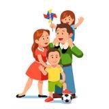 Родители мама и папа стоя с детьми девушкой, мальчиком бесплатная иллюстрация