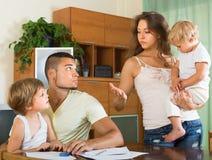 Родители при дети имея ссору Стоковые Фотографии RF