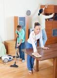 Родители при сын пылясь совместно Стоковое фото RF