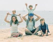 Родители с детьми на взморье Стоковое фото RF