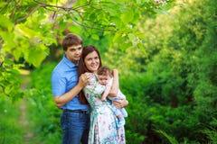 Родители с сыном младенца, конец-вверх, лето Стоковые Изображения RF