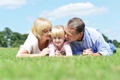 Родители целуя их сладостного ангела Стоковое фото RF