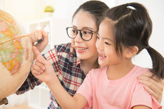 Родитель и дети семьи счастья стоковое изображение rf