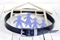 Родной дом и кризис с затягивают пояс стоковое фото