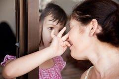 Родственники встречи, проблемы семьи стоковое изображение