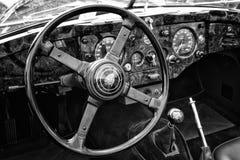 Родстер ягуара XK140 автомобиля кабины, (черно-белый) Стоковые Изображения
