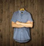 Рубашка и оружия стоковые изображения rf