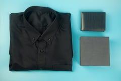 Рубашка и подарочная коробка Счастливый день отцов стоковое изображение rf