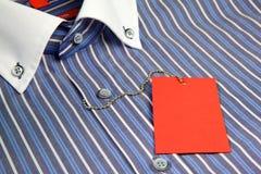 рубашка красного цвета ярлыка Стоковое Изображение