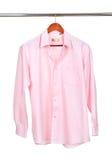 Рубашка на изолированной вешалке стоковые фото