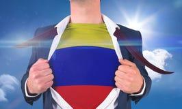 Рубашка отверстия бизнесмена для того чтобы показать флаг Колумбии Стоковое Изображение