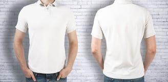 Рубашка человека нося белая стоковая фотография