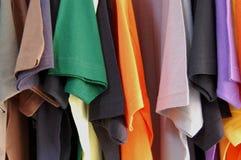 рубашки замыкают накоротко sleeved t Стоковые Фото