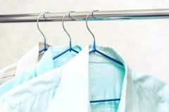 Рубашки на вешалках стоковое фото rf