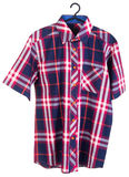 рубашки рубашки человека на вешалках Стоковое Изображение