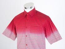 рубашки рубашки человека на манекене стоковые изображения