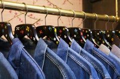 рубашки шкафа одежд Стоковые Изображения