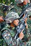 рубашки bangkok воинские красные против стоковое изображение rf