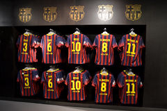 Рубашки FC Barcelona в магазине FC Barcelona, Испании стоковые фото