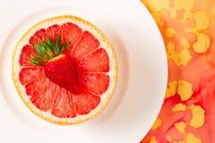 Рубиновый красный грейпфрут в белом шаре Стоковое Фото