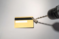 Рубить padlock сверл очковтирательства кредитной карточки Стоковая Фотография RF