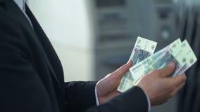 Рубли готового депозита бизнесмена русские на благоприятных банковских обслуживаниях интереса сток-видео