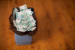 Рубли в мусорном ведре Стоковые Изображения RF