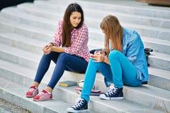 друзья подростковые Стоковая Фотография