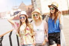 3 друз вися вне в городе Стоковое Фото