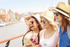 3 друз вися вне в городе Стоковое фото RF