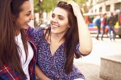 2 друз в городе Стоковое фото RF