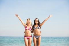 2 друз в купальниках Стоковые Фото