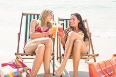 2 друз в купальниках Стоковая Фотография