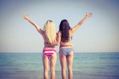 2 друз в купальниках Стоковое Фото