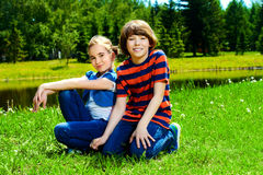 2 друз в парке Стоковое Изображение