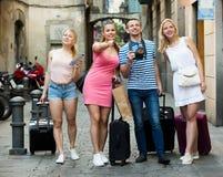 4 друз исследуя catalonian город Стоковое фото RF