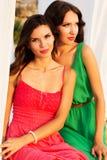 2 друз маленьких девочек нося славные платья Стоковое Фото