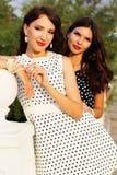 2 друз маленьких девочек нося славные платья Стоковая Фотография RF