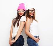 2 друз маленькой девочки нося шляпы Стоковые Фото